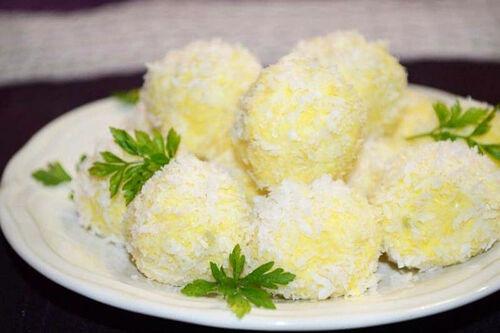 Шарики из сыра с чесноком