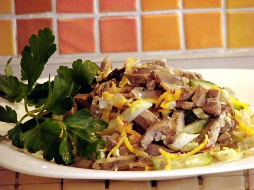 Салат с печенью куриной и свежим огурцом