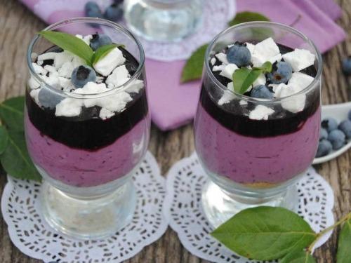 Творожный десерт с черникой