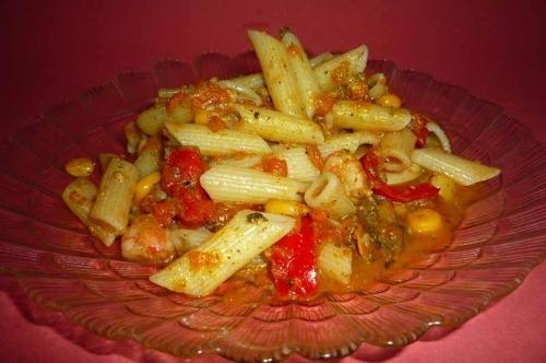 Макарони з морепродуктами і овочами