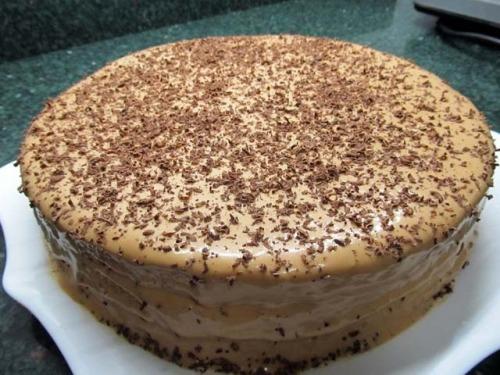 Швидкий торт з готових коржів з кремом