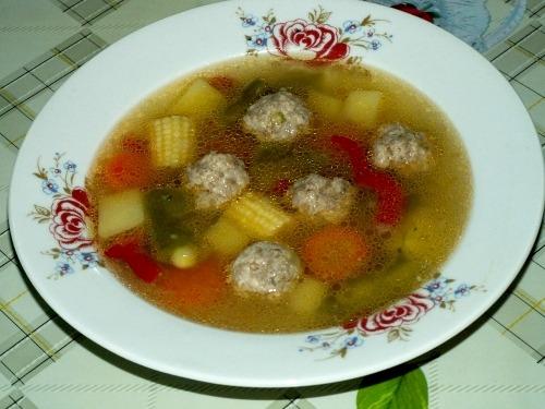 Суп из замороженных овощей с фрикадельками