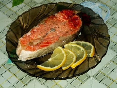 как приготовить вкусный стейк из форели в духовке