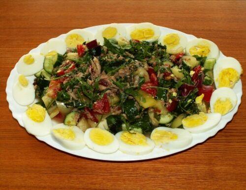 Салат с тунцом и рукколой