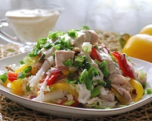 Салат с красным луком и перцем