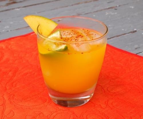 Коктейль с текилой и соком манго